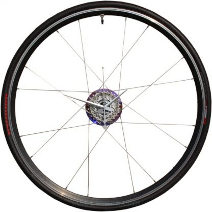 velo horloge roue, velo design, cyclisme, velo cadeau, eco-horloge, specialized-roubai, bike clock, cycling, ecofriendly gift, recycled bicycle gear desk clock, upcycled clock, bicycle clock, cycling gift,