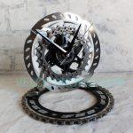 velo horloge de bureau, horloge decorative, velo design, cyclisme, velo cadeau, eco-horloge, bike clock, cycling, ecofriendly gift, Vision, recycled bicycle gear desk clock, upcycled clock, bicycle clock, cycling gift,