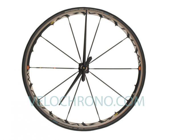 velo horloge roue, velo design, cyclisme, velo cadeau, eco-horloge, mavic, bike clock, cycling, ecofriendly gift, recycled bicycle gear desk clock, upcycled clock, bicycle clock, cycling gift,